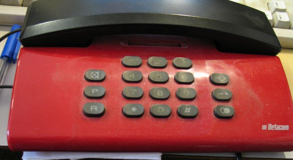 Auf dem Telefon in der Buchhandöung Weltbühne sind nur die Nummern auf den Tasten zu lesen.