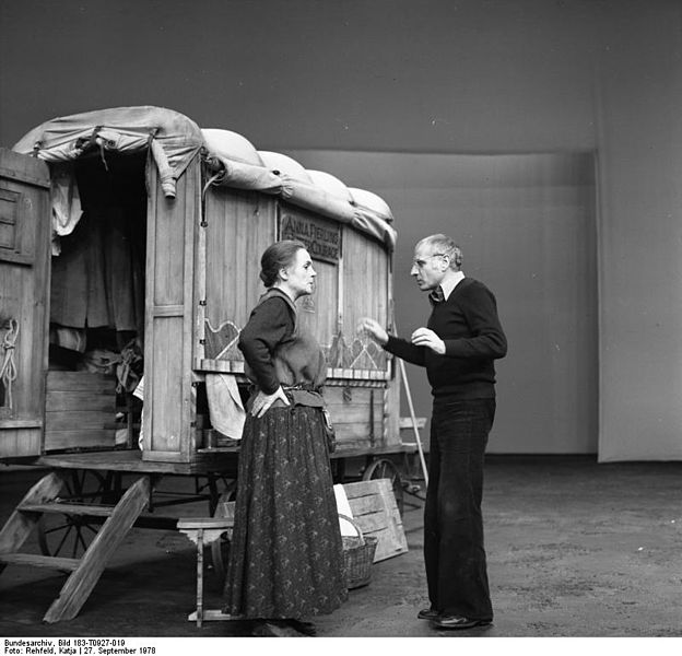 Gisela May bei der Probe zu Mutter Courage mit Regisseur Manfred Wekwerth Foto: Bundesarchiv